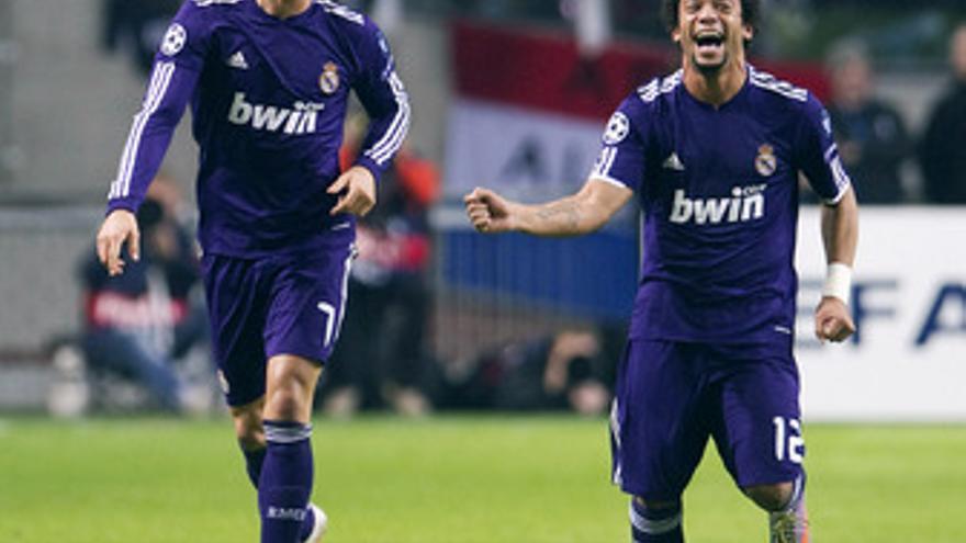Cristiano y Marcelo celebran el tercer tanto blanco. (EUROPA PRESS)