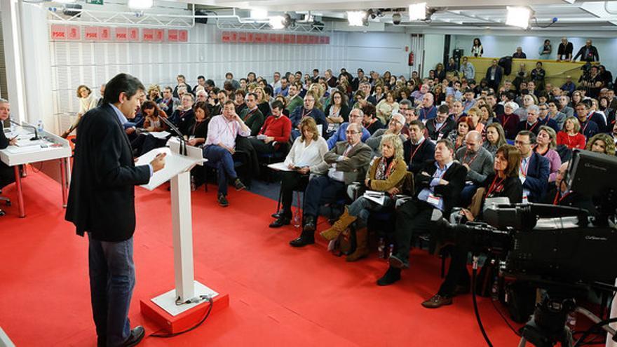 Díaz Tezanos, en el centro de la imagen, durante el Comité Federal del PSOE.