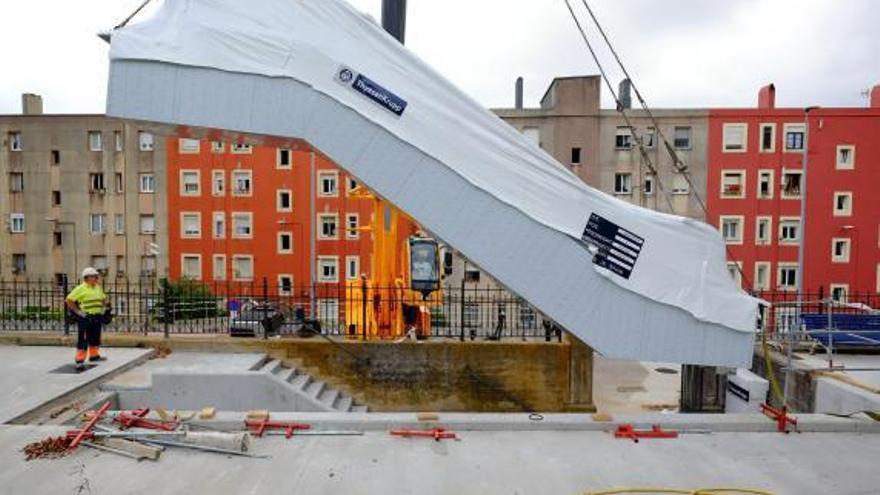 Construcción de las escaleras mecánicas en la finca de Jado.