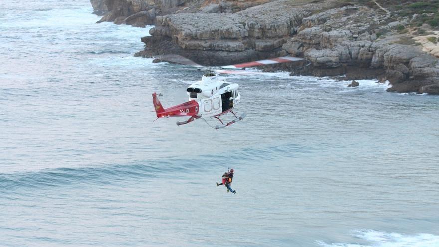 El helicóptero del Gobierno evacua a una mujer con posible fractura de pierna en Los Locos