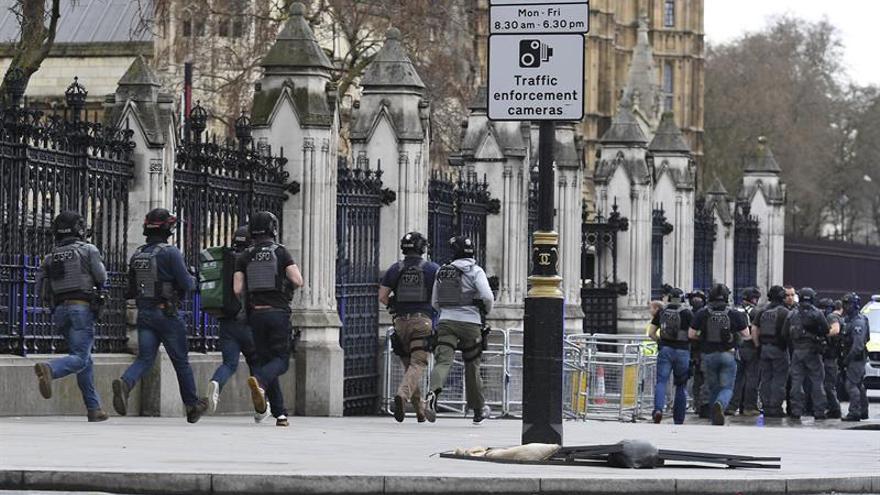 Los retenidos en el Parlamento son trasladados a la abadía de Westminster