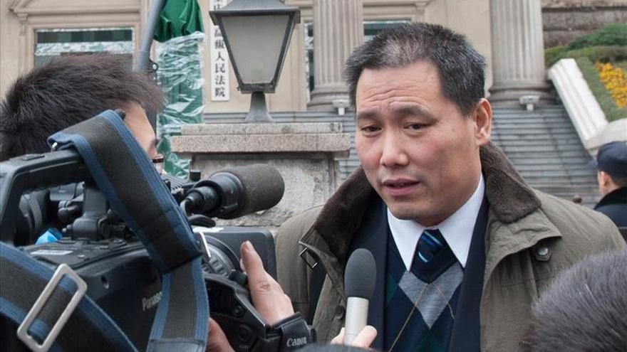 La policía reprime muestras de apoyo al abogado Pu Zhiqiang en inicio juicio