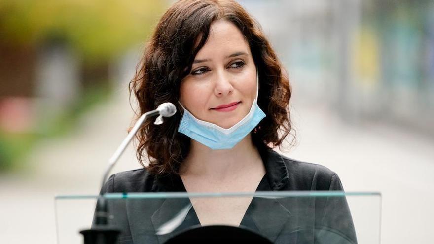 La presidenta de la Comunidad de Madrid, Isabel Díaz Ayuso, durante su comparecencia ante los medios de comunicación, en la visita que ha realizado este sábado al Hospital temporal para pacientes COVID-19 abierto hace 3 semanas por el Gobierno autonómico en Ifema.