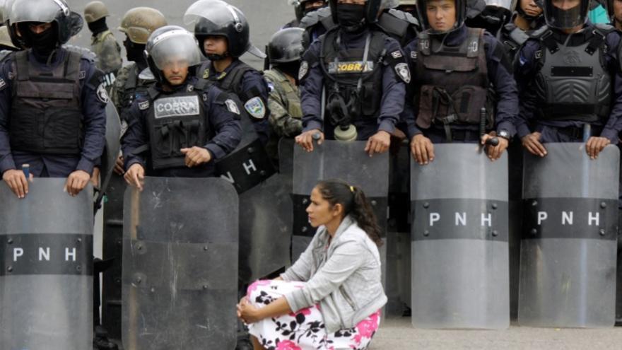 Una manifestante en Tegucigalpa durante las movilizaciones / Paul Carbajal / Coalición contra la Impunidad