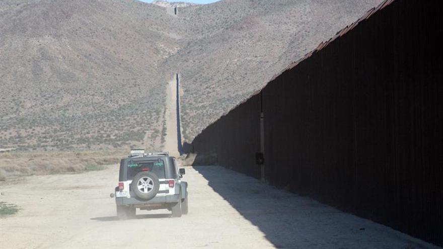 EE.UU. anuncia a las cuatro empresas que construirán los prototipos de muro