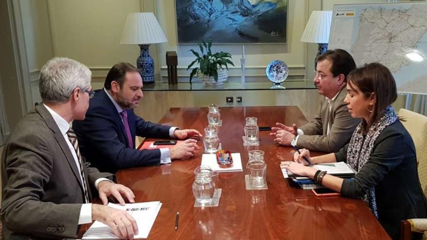 Reunión del presidente de la Junta de Extremadura, Guillermo Fernández Vara, con el ministro de Fomento, José Luis Ábalos