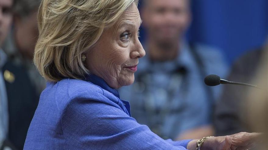 La popularidad de Hillary Clinton cae a mínimos tras la polémica por los correos