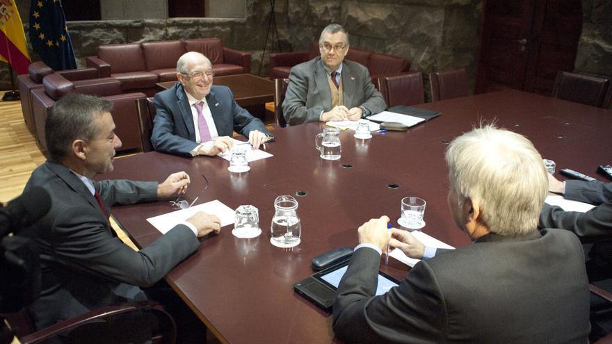 Reunión entre el Gobierno canario y los rectores de las universidades canarias.