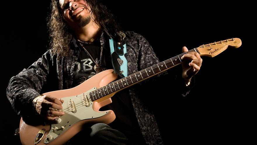 Raimundo Amador hará de telonero de Sting en el cierre del Festival de la Guitarra