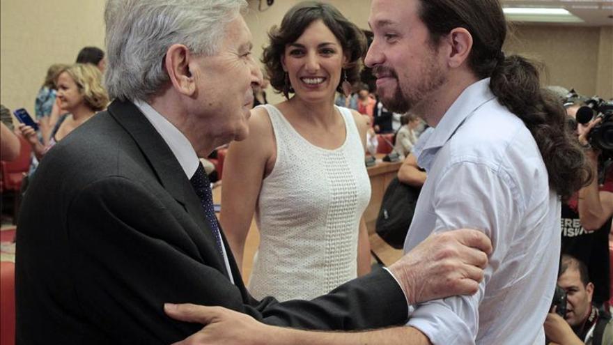 Carlos Jiménez Villarejo junto a Pablo Iglesias y Lola Sánchez en una imagen de archivo