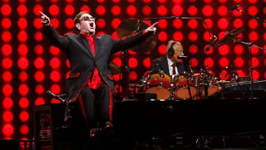 """Elton John cancela los próximos conciertos en EEUU por una """"inusual infección"""""""