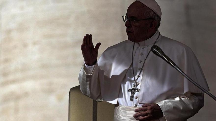 """El papa aplaudió el periodismo que llama """"injusticia a las injusticias"""""""