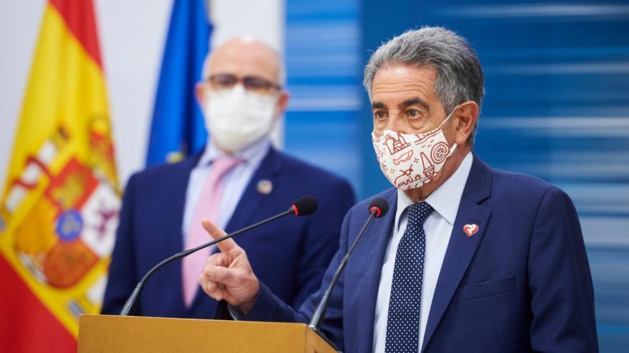 Archivo - El presidente cántabro Miguel Ángel Revilla y el consejero de Sanidad Miguel Rodríguez