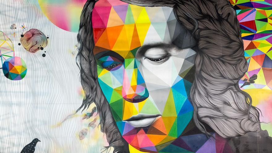 Imagen del mural que da vida a Paco de Lucía y en el que ha intervenido el artista cántabro Okuda.