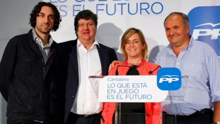 Gastón Gómez, segundo por la izquierda, en un acto de campaña en las pasadas elecciones autonómicas y municipales. | PP Cantabria