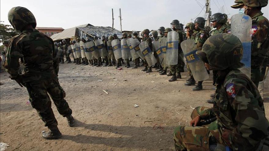 La Policía dispara contra trabajadores en huelga en Camboya
