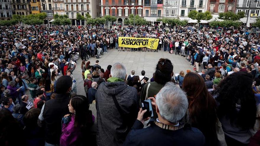 """Movimiento ciudadano y familias creen penas Alsasua son """"decisión política"""""""