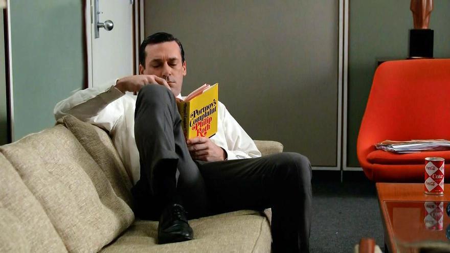Don Draper, personaje de 'Mad Men', leyendo 'El lamento de Portnoy'