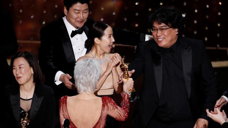 """""""Parasite"""" da la sorpresa y gana el Óscar a la mejor película"""