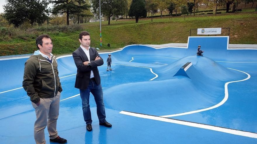 El Ayuntamiento renueva la pista de skate del parque del Doctor Morales