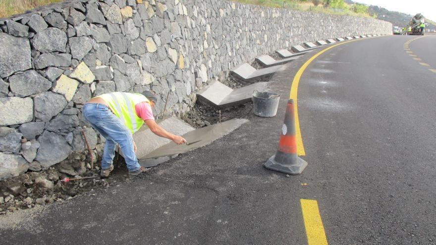 Imagen de archivo de las obras en el tramo San Simón-Tajuya de la carretera LP-2.
