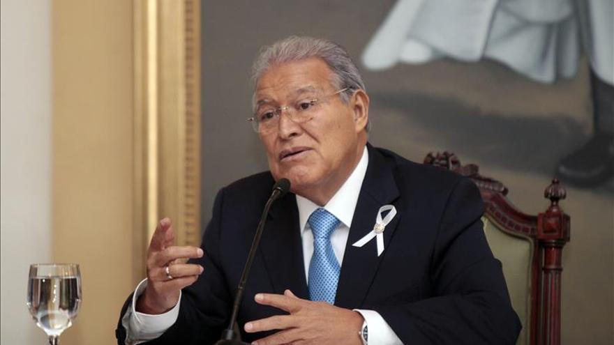"""Sánchez Cerén promete """"firmeza para derrotar la violencia"""" en El Salvador"""