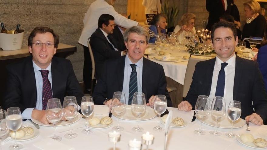 El portavoz del PP en el Ayuntamiento, José Luis Martínez-Almeida, el presidente de la Comunidad de Madrid, Ángel Garrido, y el secretario general del PP, Teodoro García-Egea. / @angelgarridog