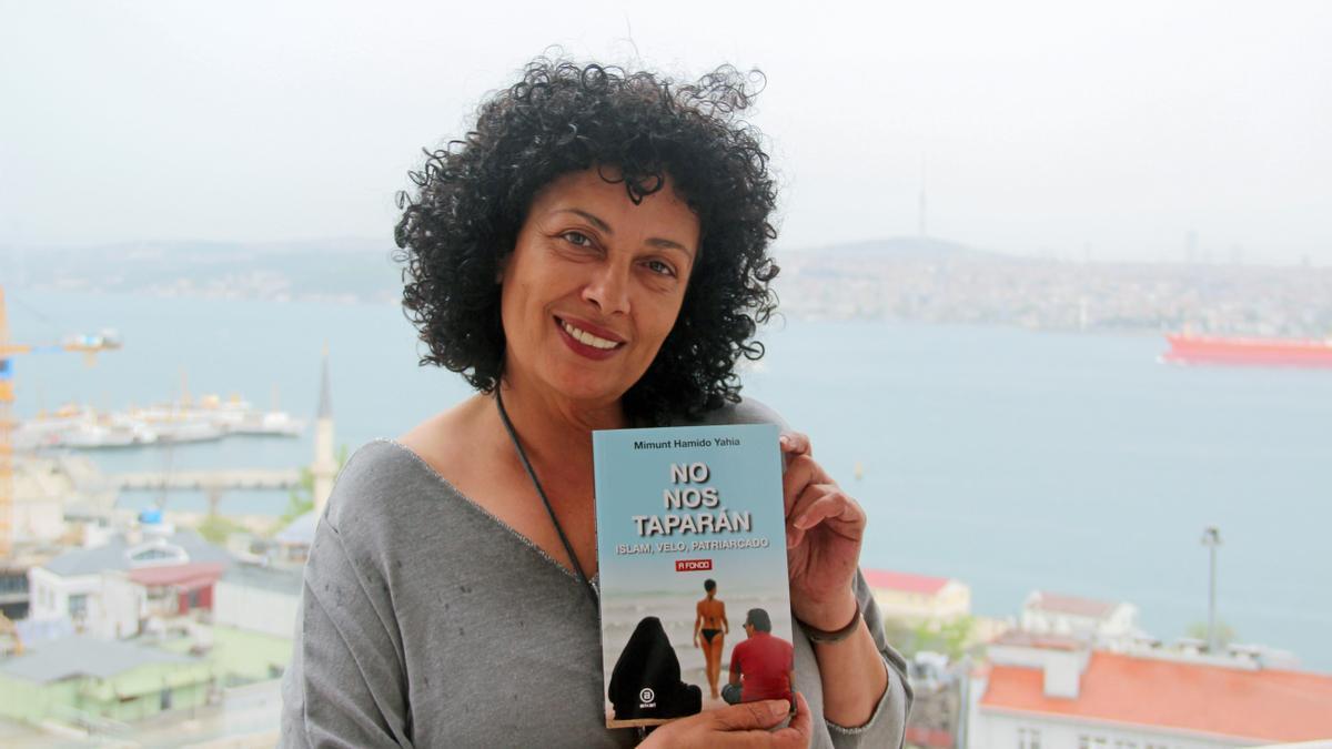 """Mimunt Hamido Yahia, autora del ensayo """"No nos taparán"""". EFE/Ilya U. Topper"""