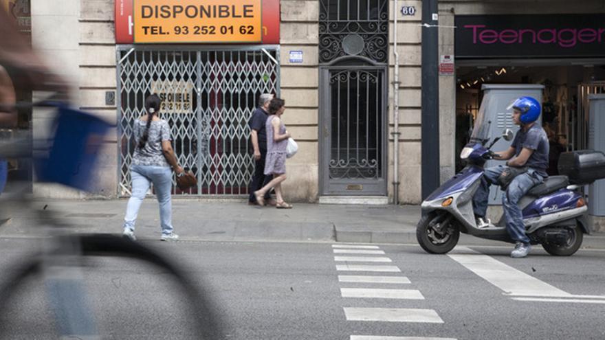 Local comercial cerrado en Barcelona. FOTO: ANDREA BOSCH