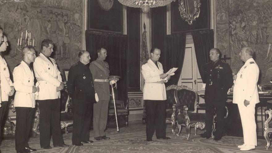 Manuel Fraga, en un acto ante Franco