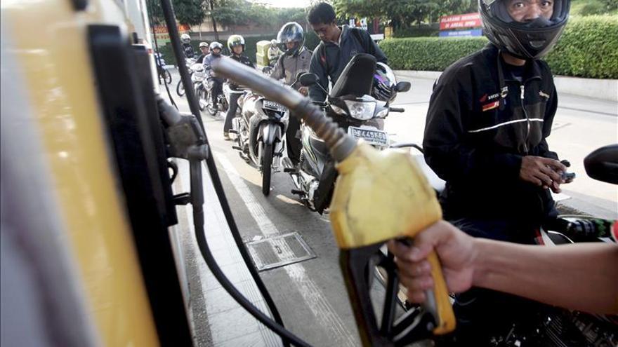 Indonesia sube un 30 por ciento los precios del combustible