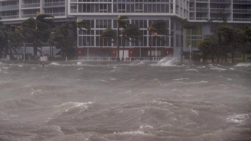 """Tampa, """"zona cero"""" de Irma, estará bajo toque de queda hasta que pase peligro"""