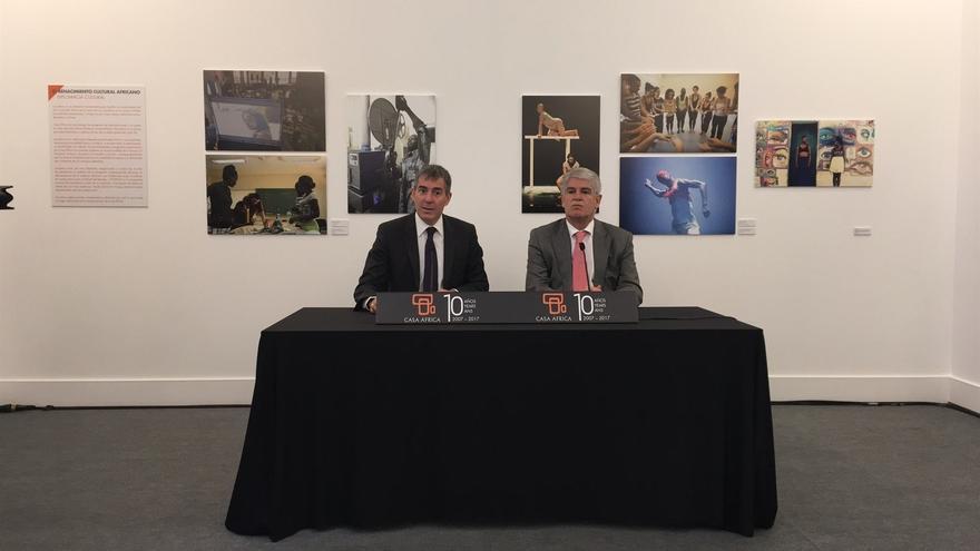 El presidente del Gobierno de Canarias, Fernando Calvijo y el ministro de Asuntos Exteriores Alfonso María Dastis