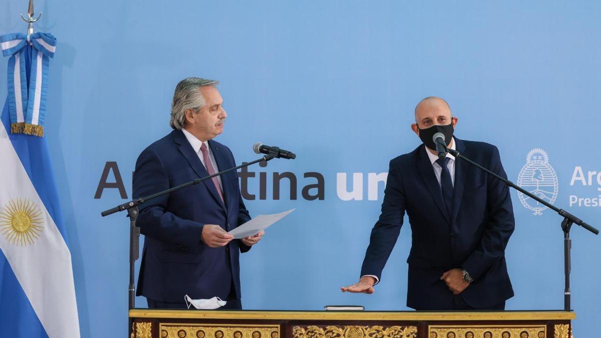 El presidente Alberto Fernández le tomó juramento a Alexis Guerrera, flamante ministro de Transporte.