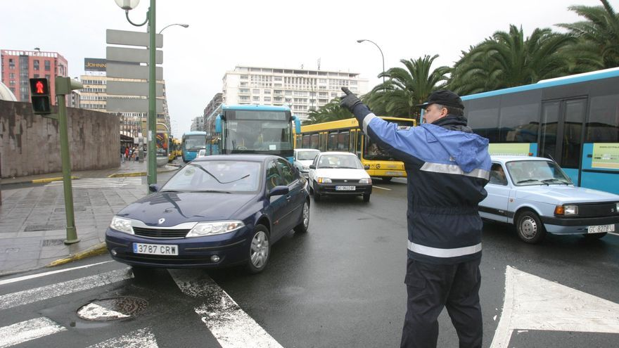 Un agente de la Policía Local de Las Palmas de Gran Canaria, en una fotografía de archivo.