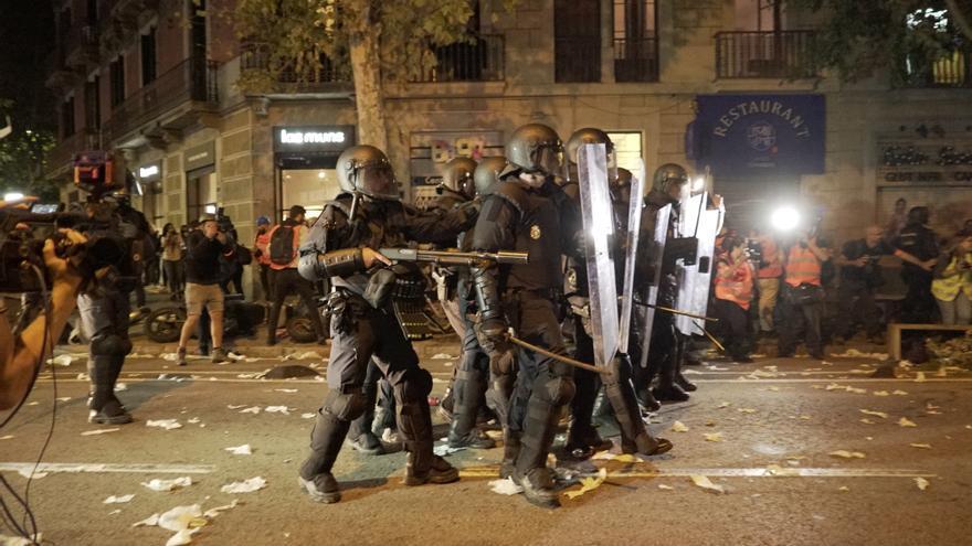 Se produjeron altercados y hogueras diseminados por el centro de la ciudad