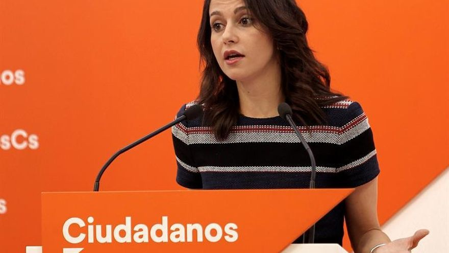 """Arrimadas acusa al PSC de planear un tripartito con ERC y """"nacionalistas de Unió"""""""