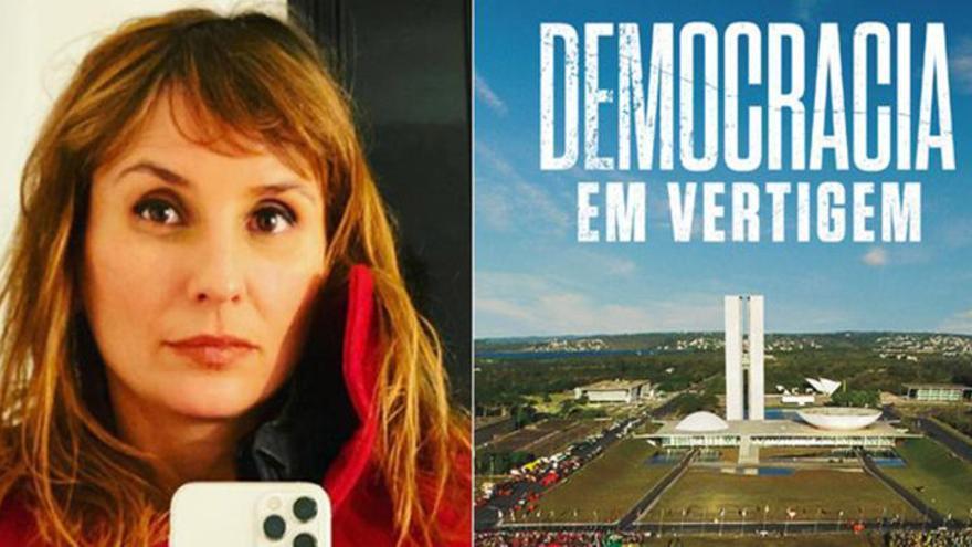 La autora, junto al cartel del documental.