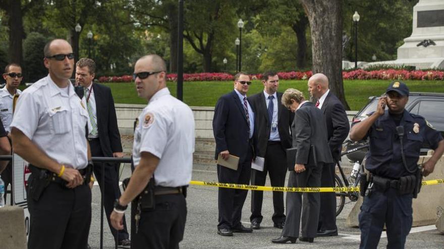Tres muertos, entre ellos el autor, deja un tiroteo en un centro comercial de EE.UU.