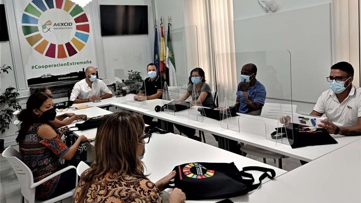 Un momento de la reunión que ha tenido lugar esta mañana en Mérida