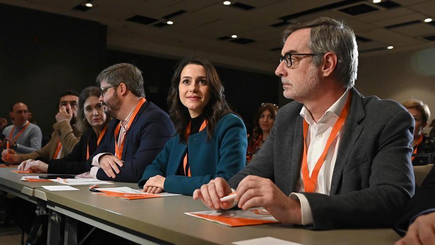 La portavoz de Ciudadanos en el Congreso, Inés Arrimadas, junto al secretario general, José Manuel Villegas, durante la reunión extraordinaria del Consejo General del partido.