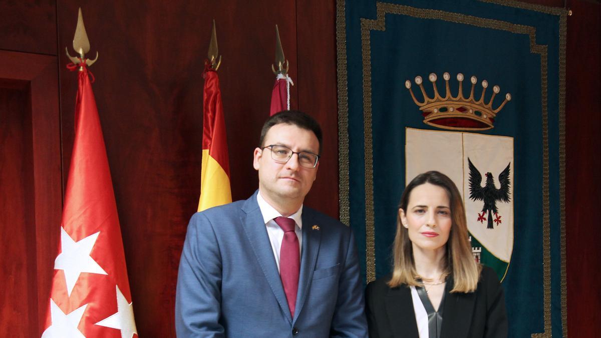 A la derecha, Ana Vanesa Torrente