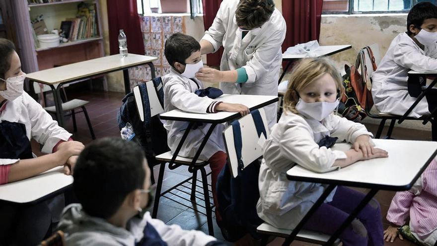 Por el rebrote de casos, ya no es obligatoria la asistencia presencial a clases en Uruguay