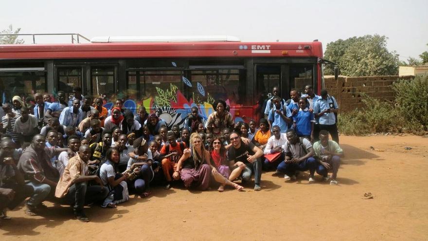 Uno de los buses donados