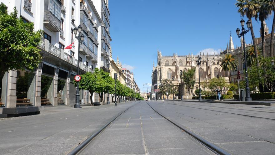 La Avenida de la Constitución de Sevilla el primer día laborable de alarma /Foto: Luis Serrano