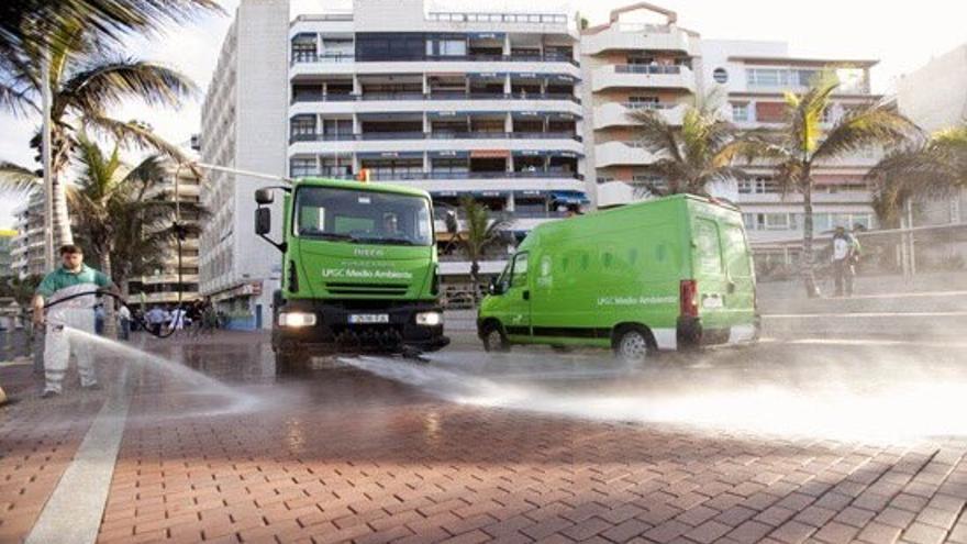 Dispositivo de limpieza en la capital grancanaria (Foto: @AyuntamientoLPA )
