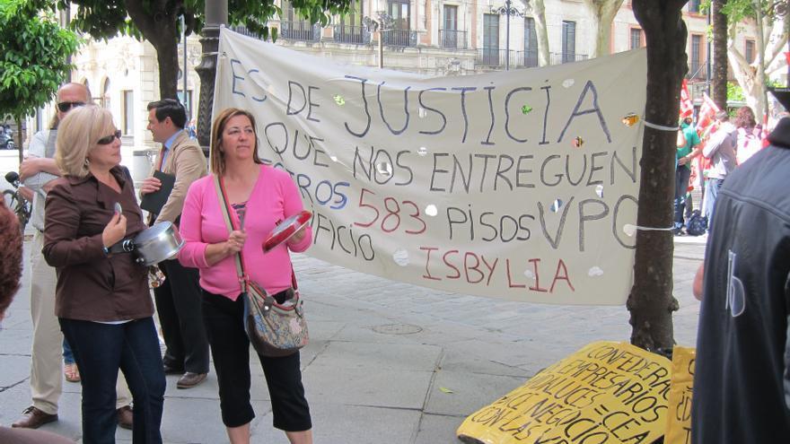 """Los afectados de las VPO de la CEA elevan a la Sareb """"irregularidades"""" y el """"desvío"""" de los anticipos"""