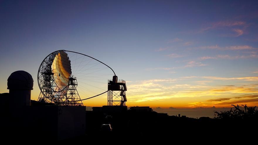 Imagen del telescopio LST-1 de la Red Cherenkov en el Observatorio del Roque de Los Muchachos, en  las cumbres del municipio de Garafía.