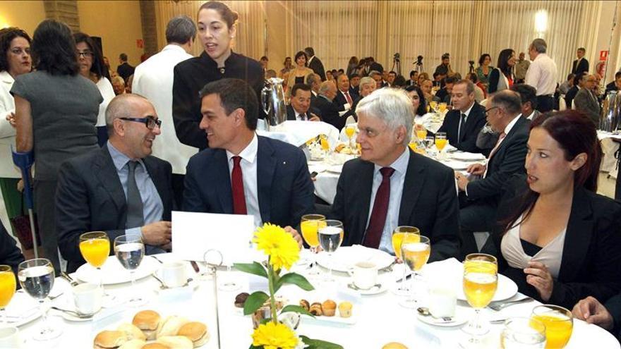 Sánchez pide a los partidos emergentes que permitan un Gobierno en Andalucía
