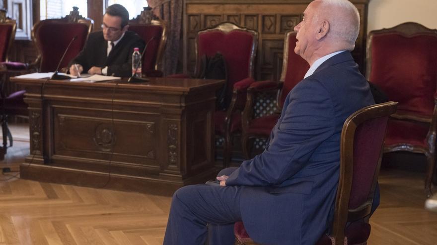 """El exconsejero Luciano Alonso confía en su absolución y ve """"sin fundamento"""" la """"nueva"""" acusación del fiscal"""